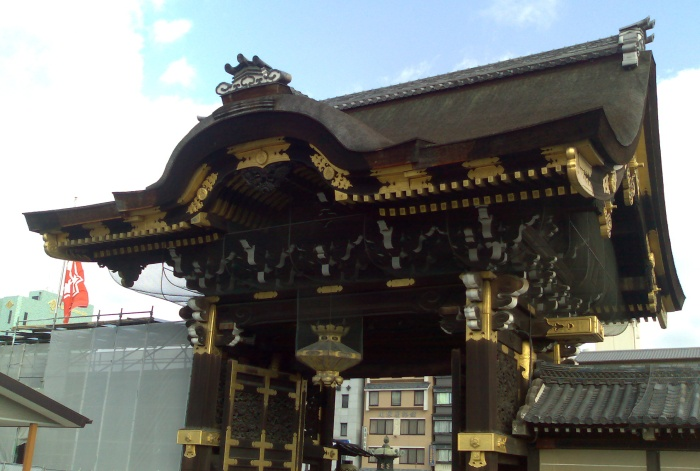 One of the gates at the Nishi Hongan-ji temple. Unfortunately the main building was also again being refurbished and so I couldn't look at that.