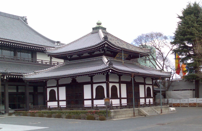 One of the outer buildings at the Nishi Hongan-ji temple.